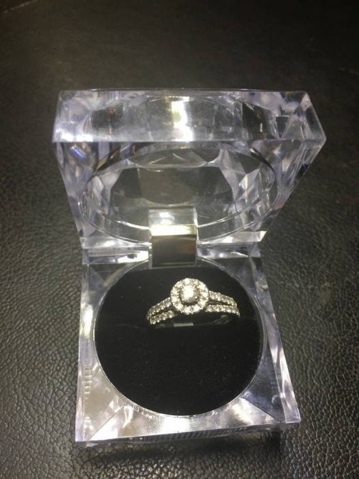 14kt White gold Lady's diamond engagment ring with matching band (11)
